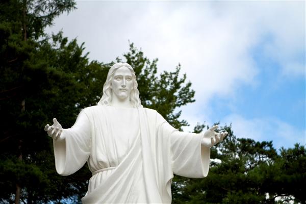 月明洞, 摄理教, 郑明析牧师, 摄理教友, 自然圣殿, 故乡, 耶稣像