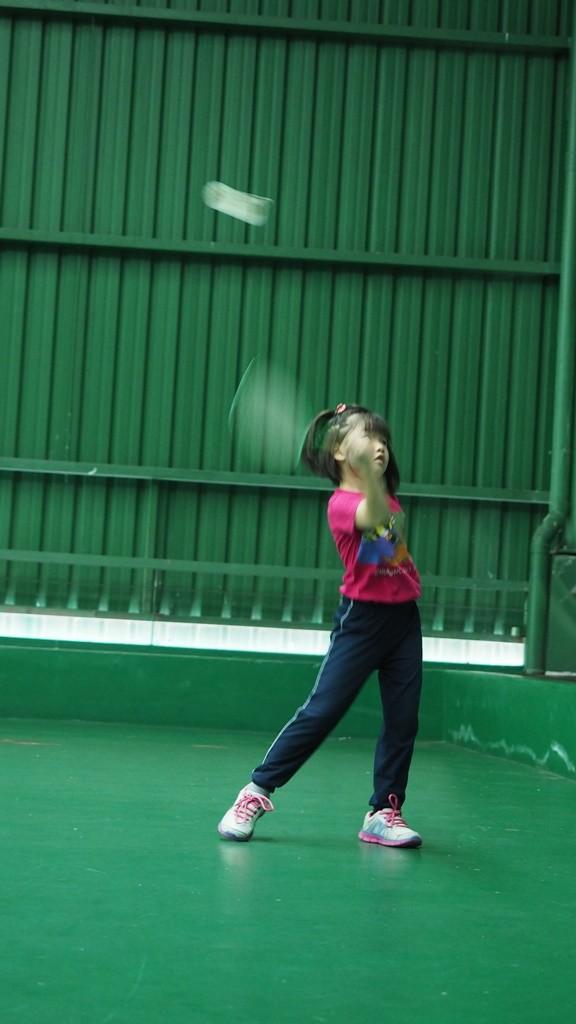 摄理羽球比赛_小孩打羽毛球