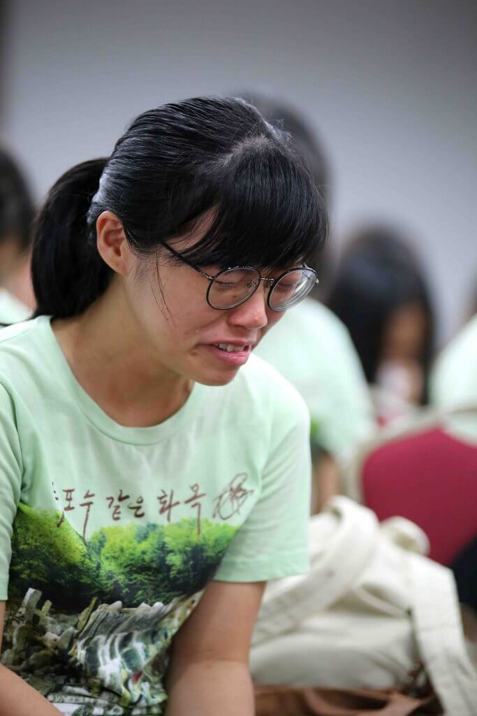 攝理女青ShowR生活营之迫切流泪祷告