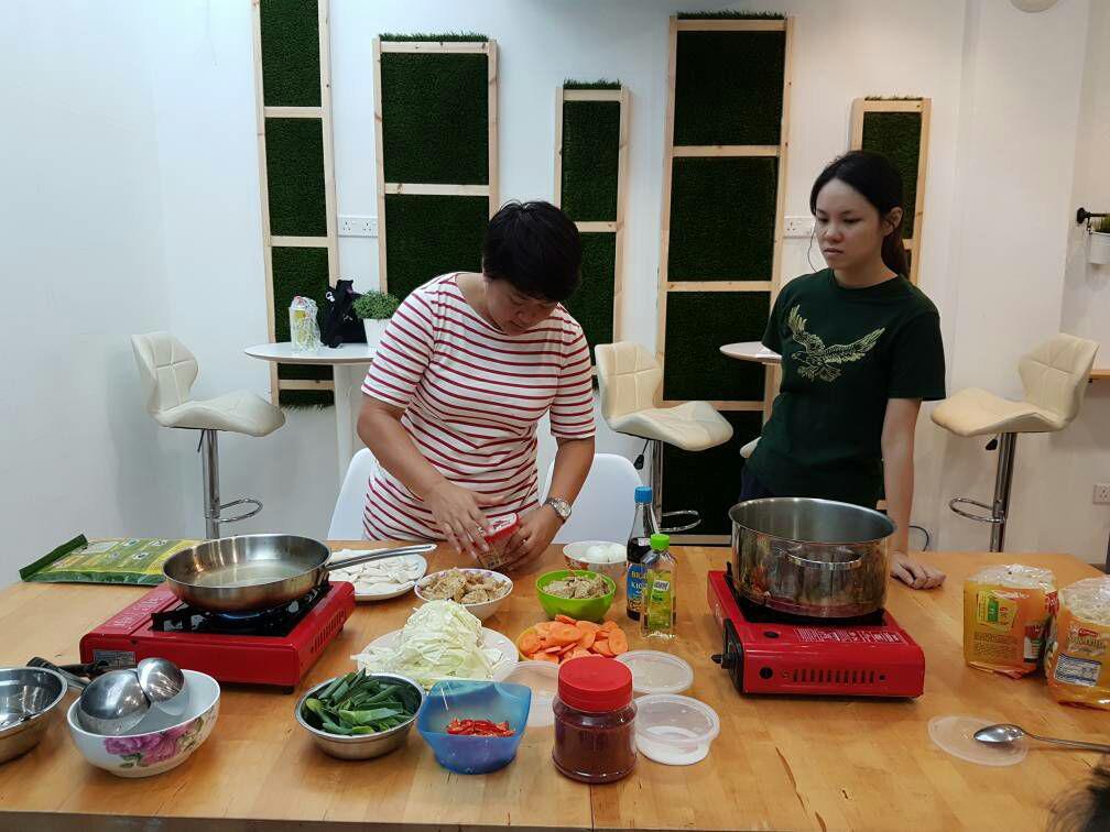 攝理韩式料理烹饪班进行过程