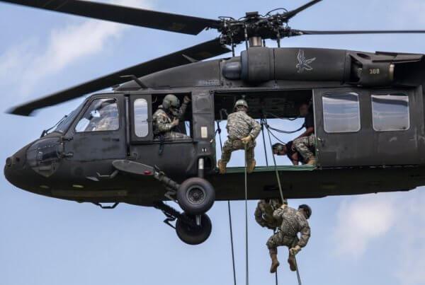 直升机机降训练